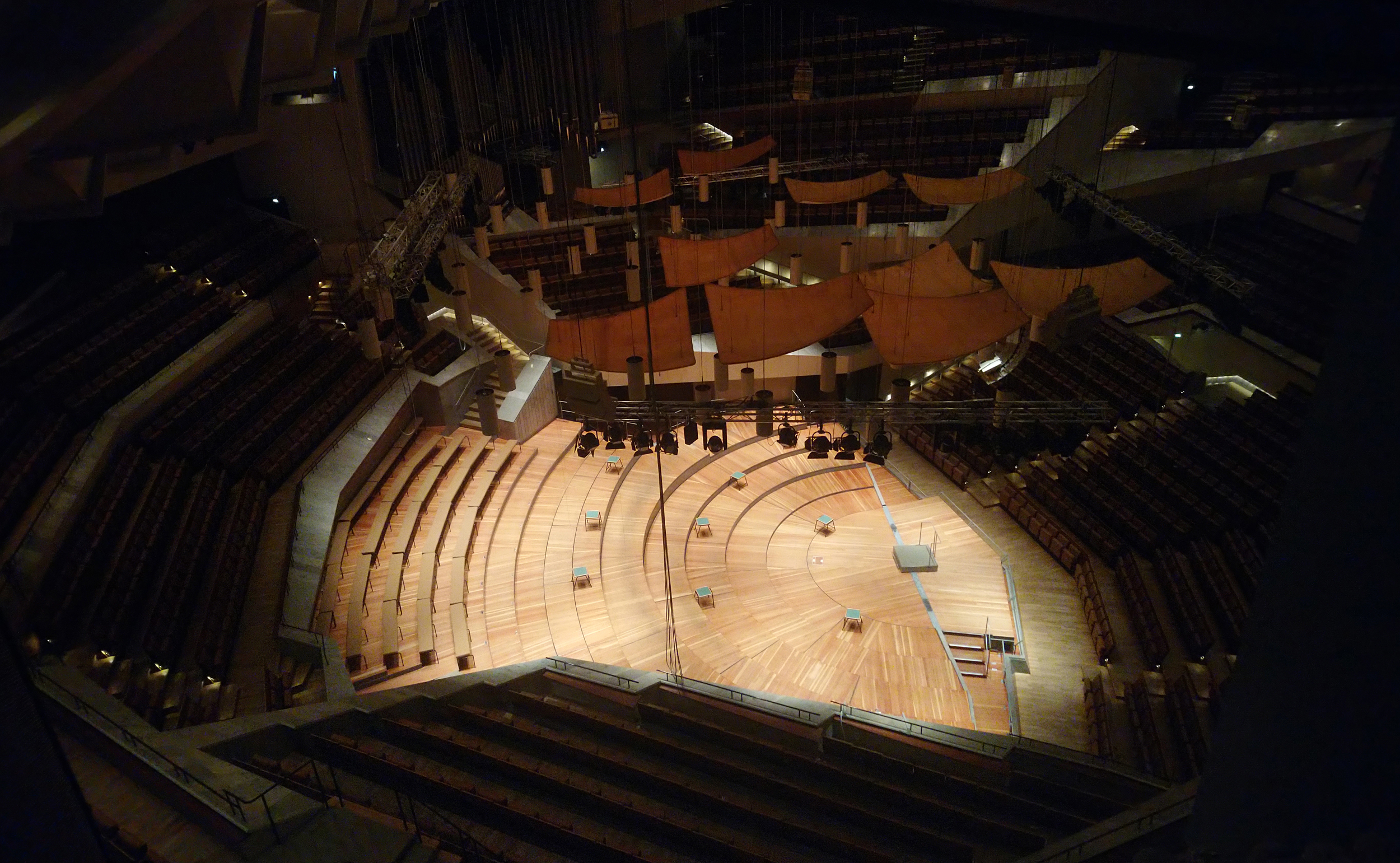 2018 10 StageTec Philharmonie inside